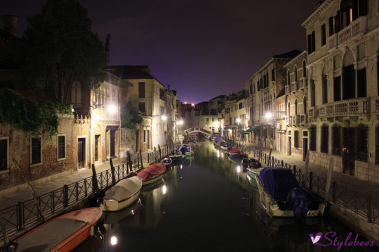 venice-night-view-with-boats