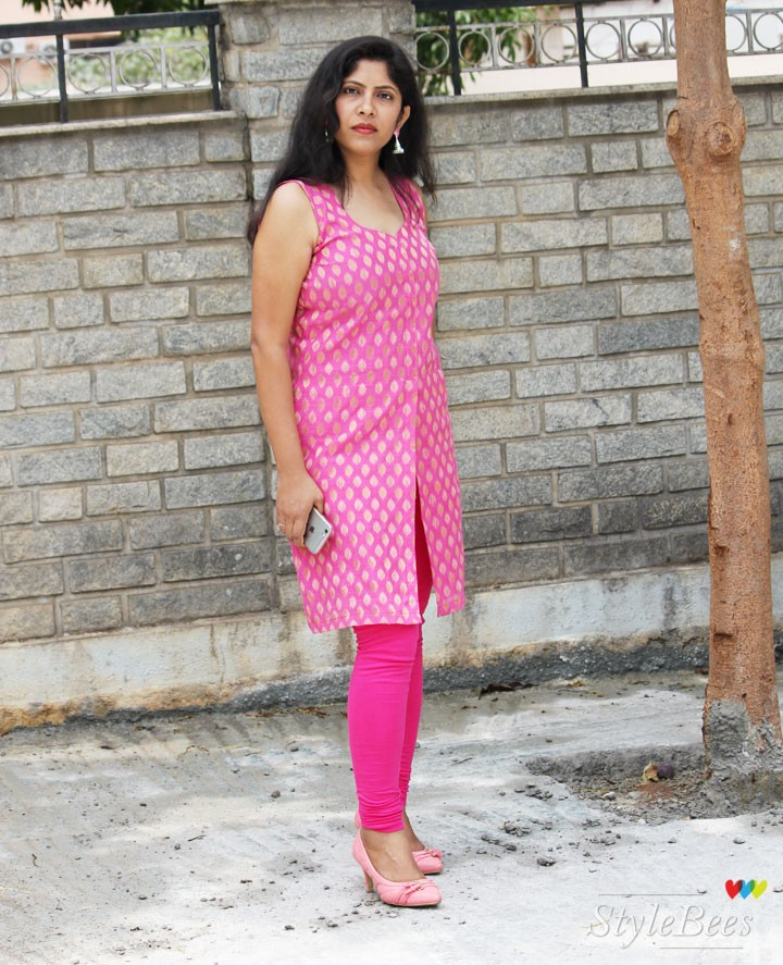 How to style a pink sleeveless kurta
